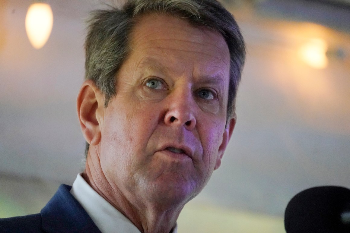 Le gouverneur de Géorgie Brian Kemp prend la parole