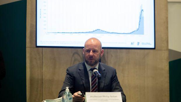 Le professeur Philip Nolan avertit que les chiffres seront dans le pire des cas si les gens ne s'en tiennent pas aux mesures de verrouillage.  Photographie: Colin Keegan, Collins Dublin