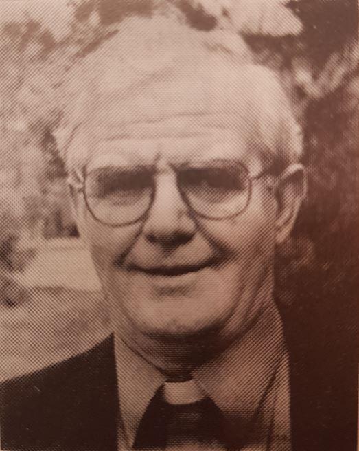 Le père Leo McGarry, originaire de North Circular Road à Dublin, avait passé du temps dans les missions au Nigeria et aux États-Unis et était professeur au St Michael's College de Dublin.