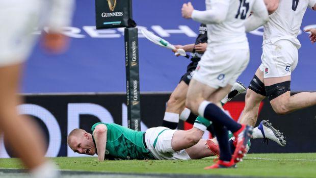 L'Irlande Keith Earls marque un essai lors de la victoire des Six Nations contre l'Angleterre à l'Aviva Stadium.  Crédit photo: James Crombie / Inpho
