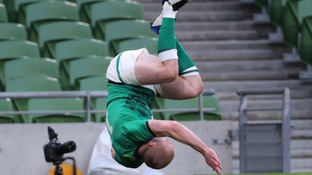 Earls célèbre après un essai qui a ensuite été refusé.  Photo: Niall Carson / AFP via Getty Images