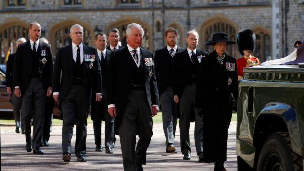 La monarchie suit le cercueil du prince Philip, duc d'Édimbourg, lors de la procession cérémonielle.  Photographie: Alastair Grant / WPA Pool / Getty